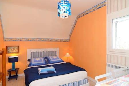Chambre bleue  - Larmor-Plage