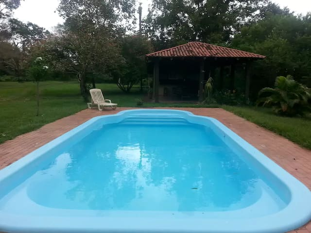 Chácara com piscina, área de lazer e rio Cuiabá - Cuiabá - Hus