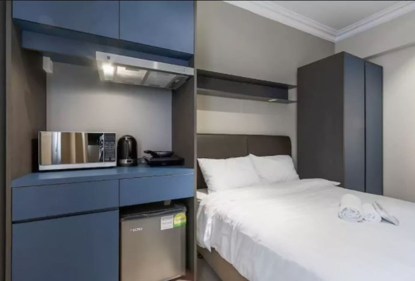 comfortable small studio apartment in orchard road serviced