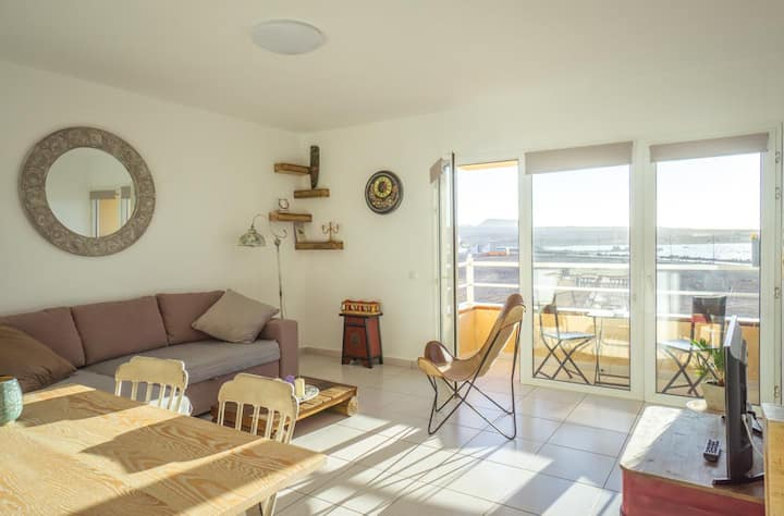 Sunset apartment Bristol area with balcony.
