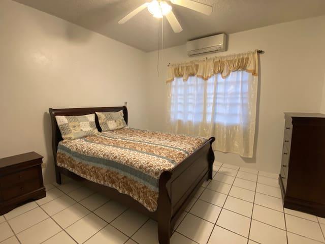 Bedroom 2/Queen Bed