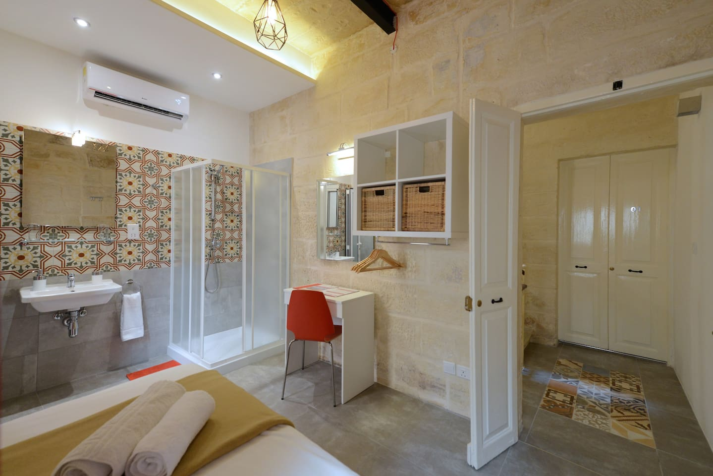 lovely house single studio with shared kitchen houses for rent in il belt valletta malta - Shared Kitchen