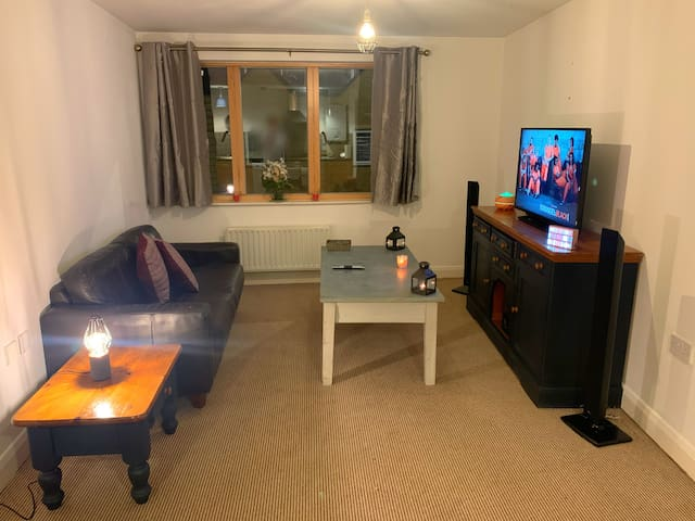Bright Cosy 2 Bed Apartment - Breakfast Included