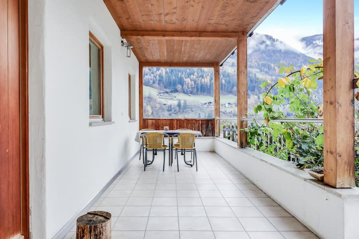 Cosy Apartment Meran on the Keldererhof with Mountain View, Terrace, Garden & Wi-Fi; Parking Available, Pets Allowed