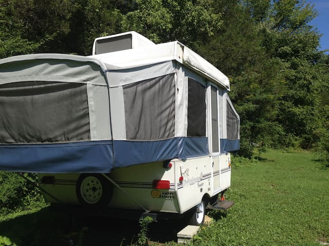 Cozy Country Camper, great AC