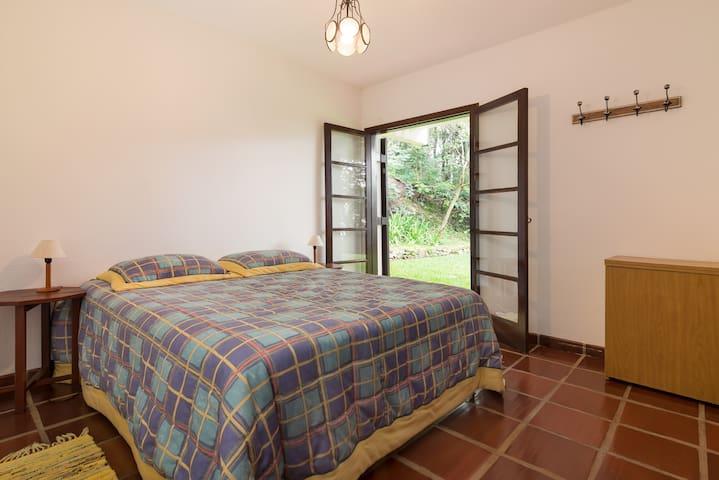 Dormitório casal (com bicama) no andar térreo.
