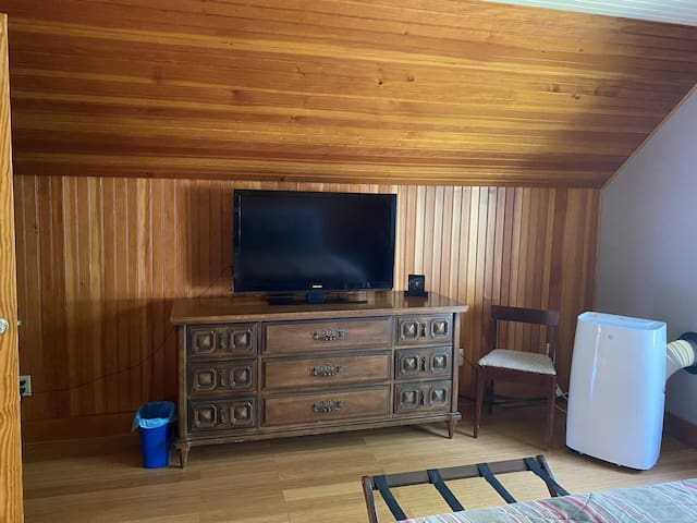 Bedroom had two large dressers with a large closet. Ton's of storage, stand alone air conditioner. Propane heaters along with electric heat are to keep you warm when your stay is in the winter or fall.