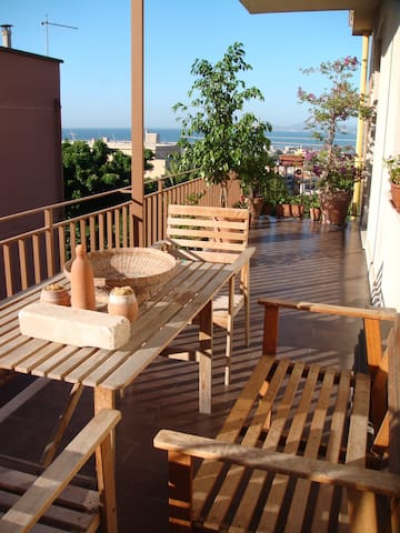 Room&Balcony Overlooking the Sea.   - Cagliari - Daire