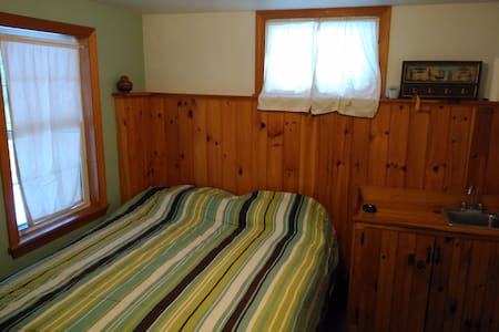 Cozy in-law unit in lower village Kennebunk - Kennebunk
