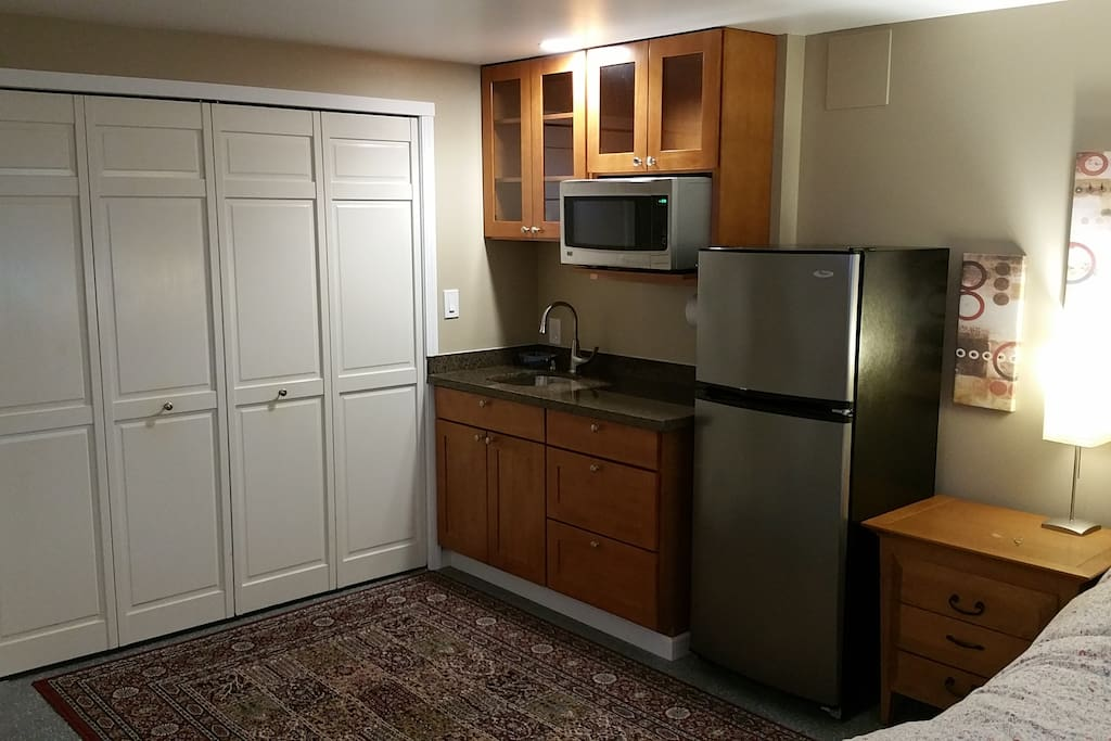 New cabinets with granite counter top and stainless steel appliances make this an especially pleasant room for a stay.