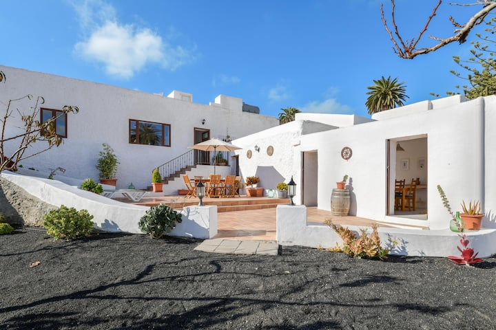 Holiday Home 'Casa Maria Dolores' with Mountain View, Wi-Fi, Garden & Terrace; parking Available