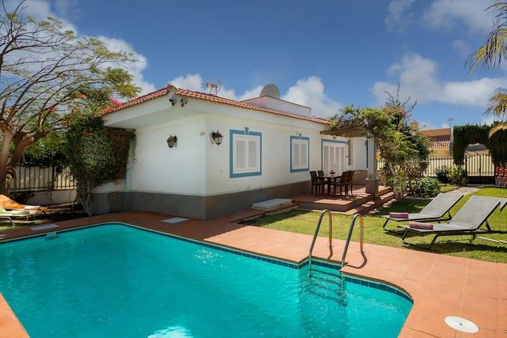 Villa con piscina privada cerca de la playa