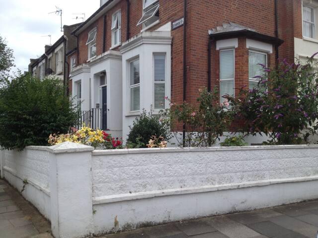 Quiet 2BD Garden flat in Shep-Bush - London - Flat