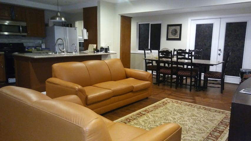 Remodeled Pasadena Stay & Play Private Entry