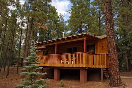 Year-round Cabin in the Pines - Pinetop-Lakeside - Srub