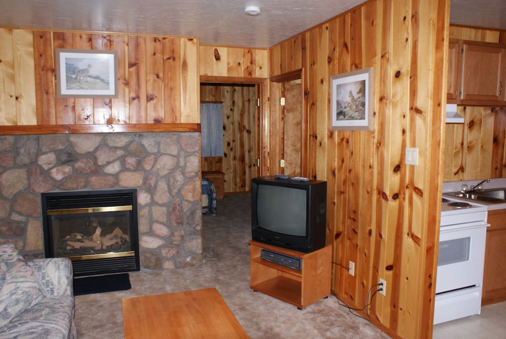 Cable TV, WiFi, fireplace, full kitchen including eating & cooking utensils