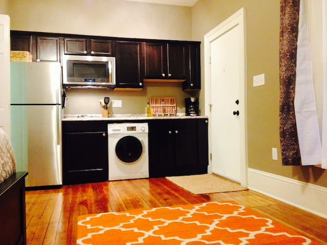 Compact Studio at Jeff Center - Roanoke - Apartamento
