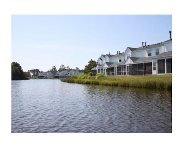 2 bedroom 1.5 bath Newly renovated lake front town house