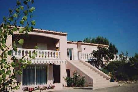Gîte indépedant dans villa+piscine - Preixan - Квартира