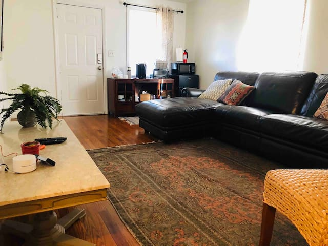 Avondale Park Retreat A, 2BR, dog friendly