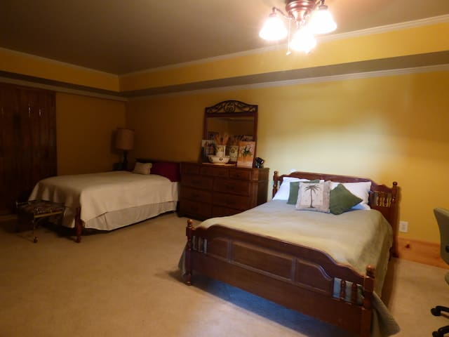 Modern large double bedroom w/bath - Clermont - House
