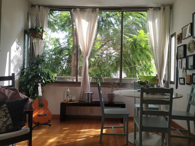 2 Room cozy apartment with park view