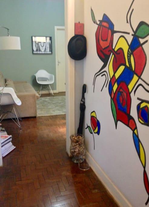 Pintura na parede feita pelo artista plástico goiano Renan Gonçalves