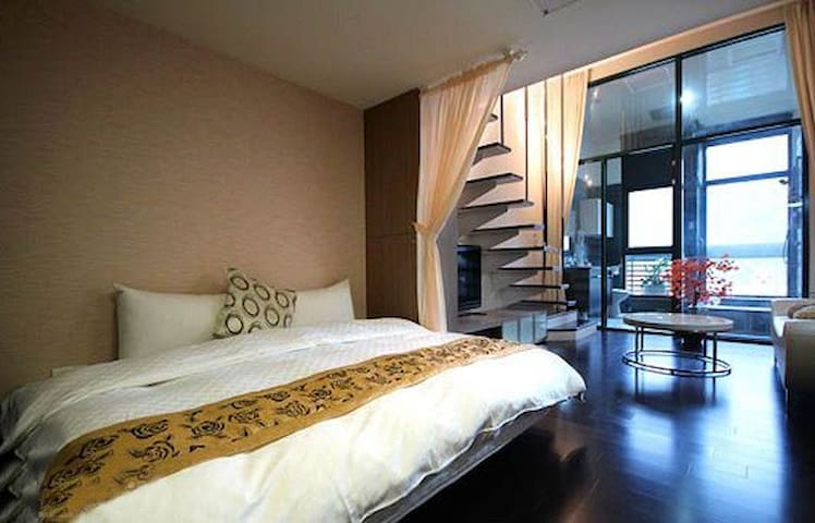 Hot spring split level en-suite(2-4p)嵐山風情溫泉樓中樓套房 - Jiaoxi Township - Bed & Breakfast