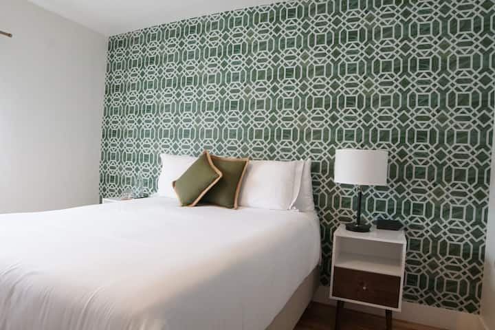 ROOM 22-Q · Cool Miami Stay @ The Copper Door B&B 22Q
