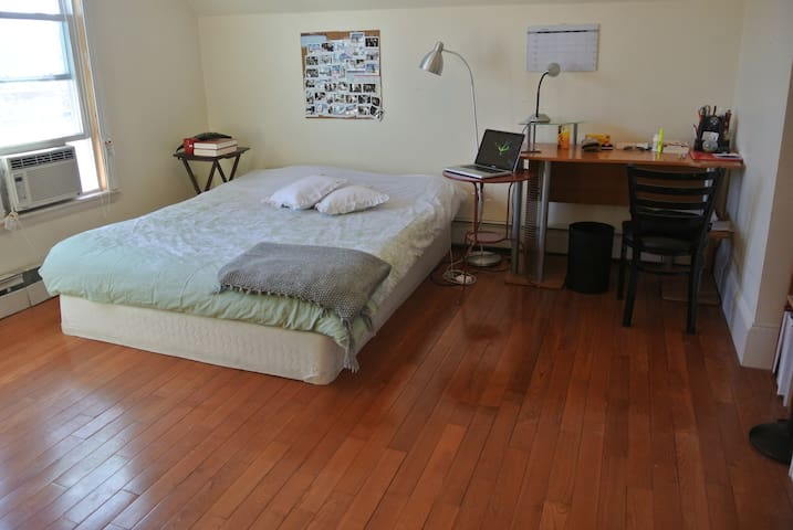 Large room located in Allston