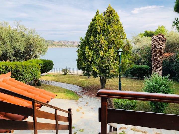 Spacious villa at the beach front with garden