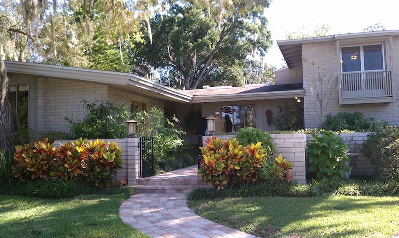 Mid-Century Modern w/ pool (2-4) - Orlando - House