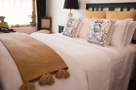 Chiltern Cottage & Indigo Suite - Chiltern