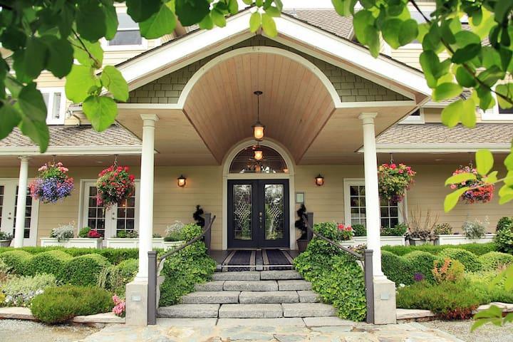 The Grand Willow Inn