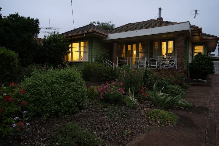 At home in historic Mort Estate! - Toowoomba - Dom