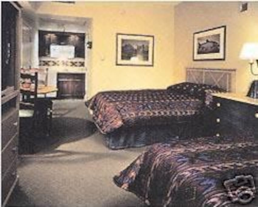 Studio dual queen beds plus kitchenette