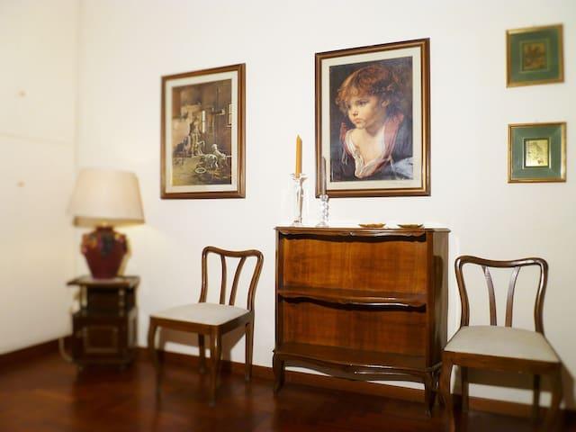 B&B Alelu-PALMA Room-Classic Style