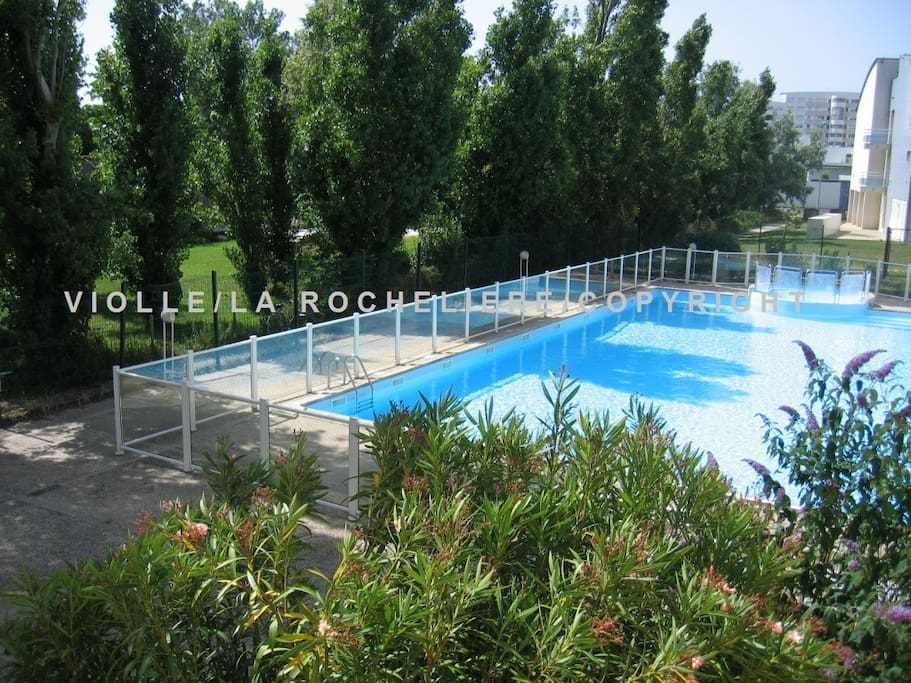 Studio vue piscine expos sud apartments for rent in la for La piscine translation