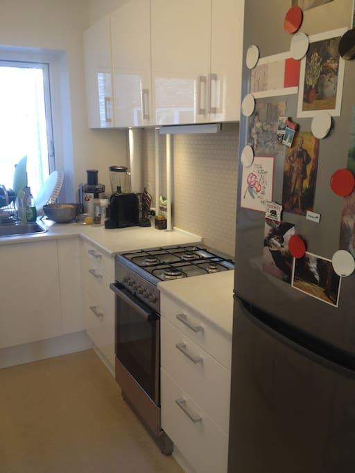 Fully stocked kitchen, free Nespresso Coffee included :)