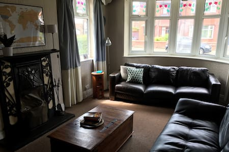 Quiet House close to Airport, Manchester & Beyond! - Stockport