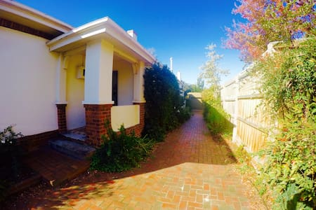 Private room in 4 bed rooms house - Murrumbeena - House