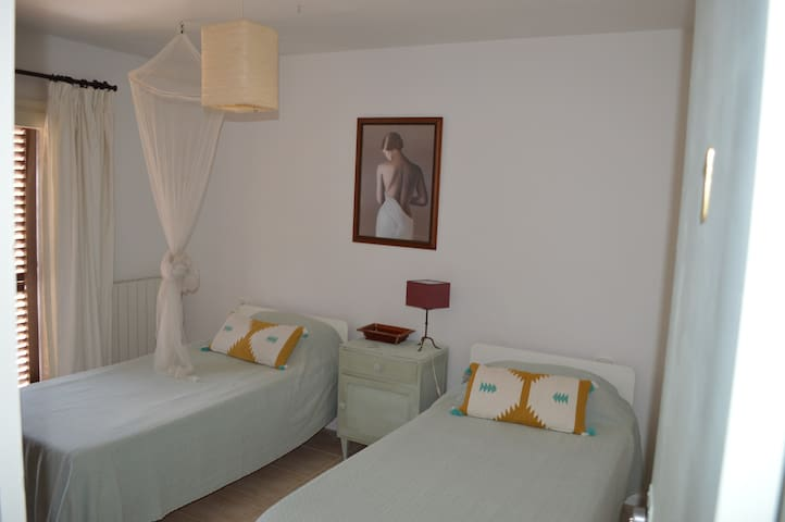 Villa Roca1. 150metres from Benirras Beach