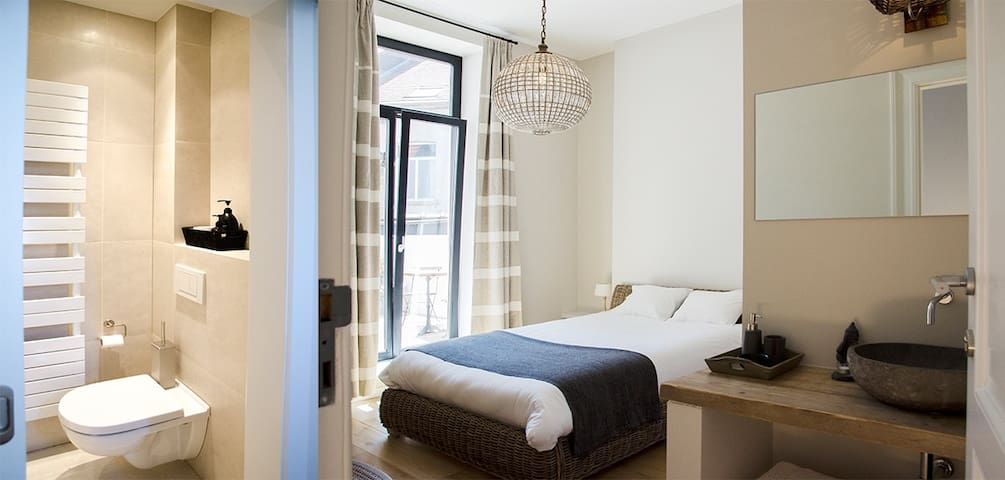 Great room with terras Brussels city center!