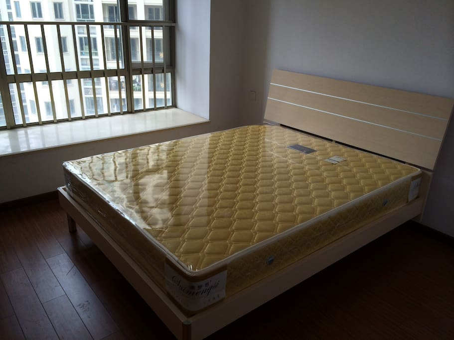 宽敞的大床