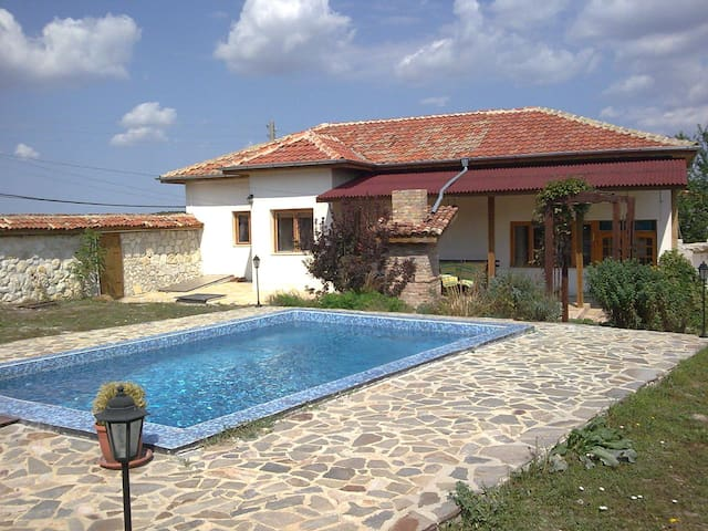 Beautiful Village House with pool - Varna - Ev