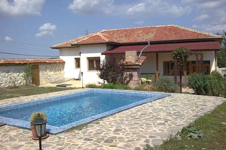 Beautiful Village House with pool - Varna