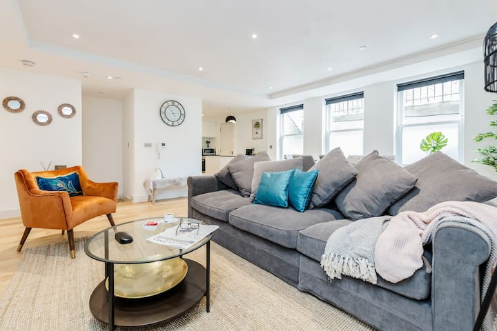 ⭐Large Apartment In Central Windsor, Free Parking⭐