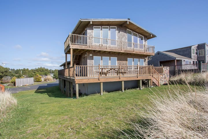 Spacious Oceanfront on Quiet Grayland Beach