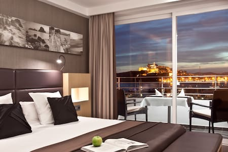 Suite Dalt Vila with frontal Sea View, OD Smart and airport transfer complementary 2