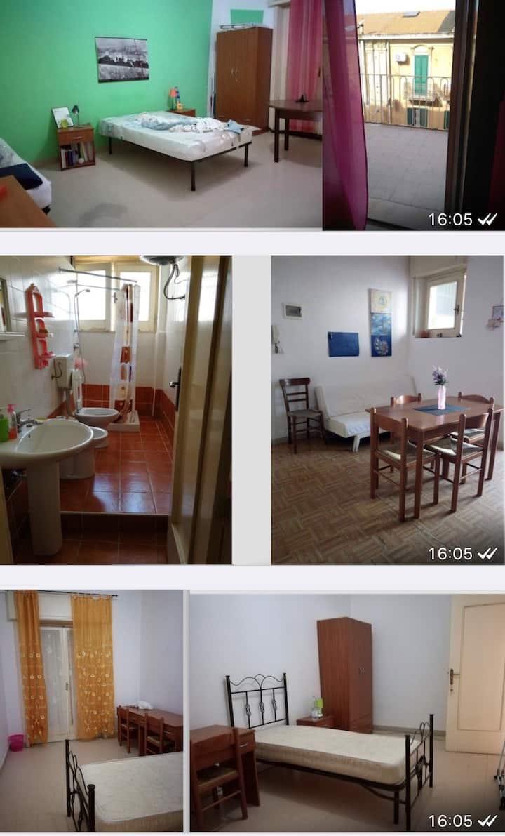 Affittacamere , condivisi 2 bagni e cucina .